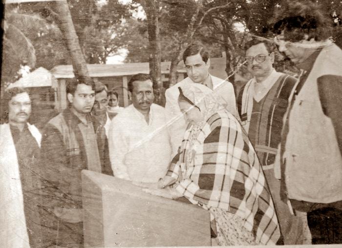 jasimjadugar - foundation laid by Momotaz Jasim Uddin, DC Jalaluddin, Ambikapur,Faridpur 2003