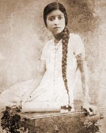 poets wife - monimala