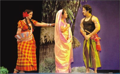 Shamim Ara Nipa, Zinnat Barkatullah and Shibly Mohammed in a scene from Nakshi Kanthar Math