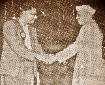 Poet Jasim Uddin meets Jawaharlal Nehru ,Prime Minster of India at Inaugural Session Of Tagore's 100 Birthday at Bombay, 1962,